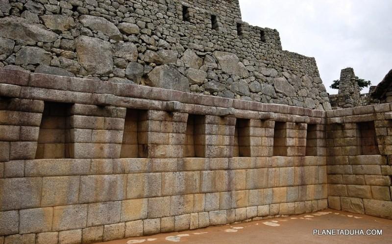 Мачу-Пикчу. Кладка стен времен Инков и более древняя