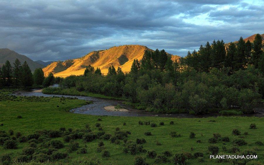 Горный Алтай - долина горной реки