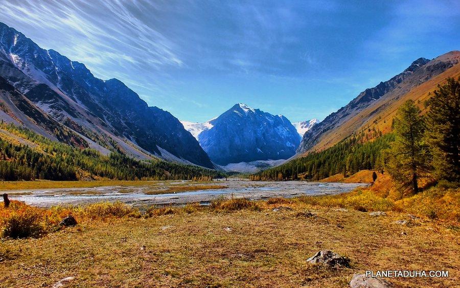Разлив высокогорной реки - Горный Алтай