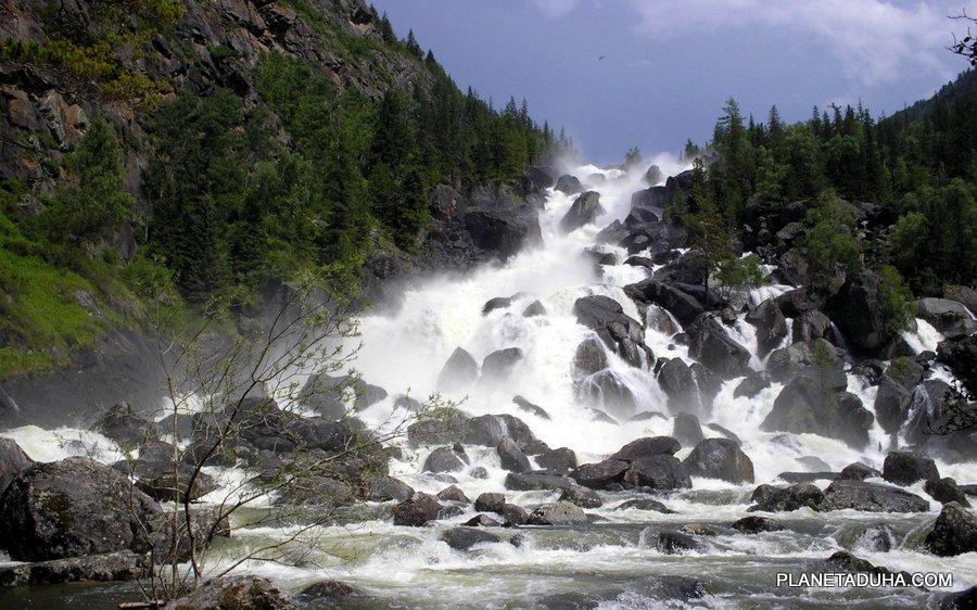 Водопад Учар (Большой Чульчинский водопад) на реке Чульча - Алтайский государственный заповедник