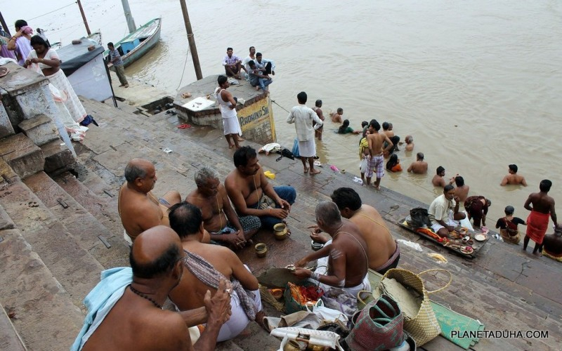 Поесть, помолиться, побриться - Гхат универсальное место для жизни