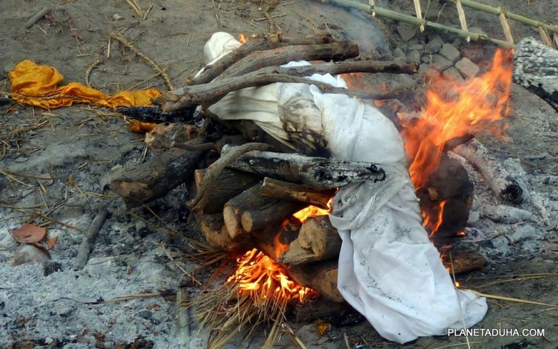 Обряд кремации в Варанаси