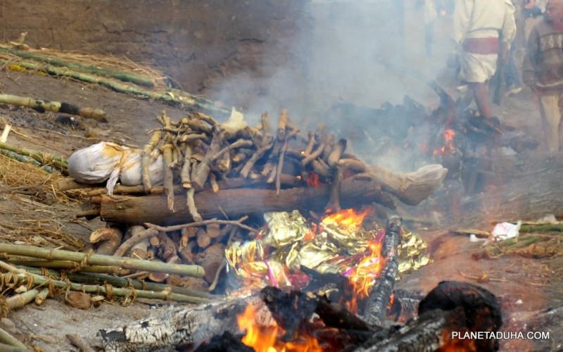 Для сжигания тело надо примерно 360 кг дров