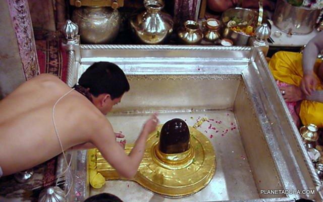 Лингам Ади Вишвешвара в храме Каши Вишванатха