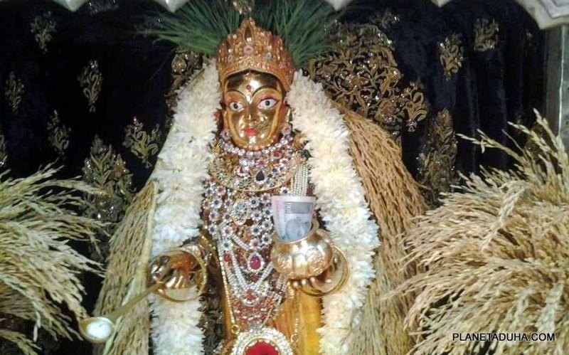 Статуя Аннапурны в храме Аннапурна Бхавани