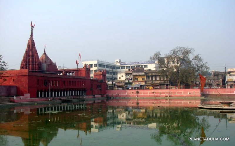 Бассейн храма Дурга (Durga Temple) в Варанаси