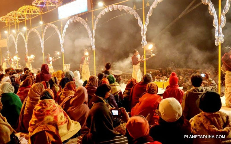 Ежедневная церемония  Ганга Аарти (Огненная пуджа) в Варанаси