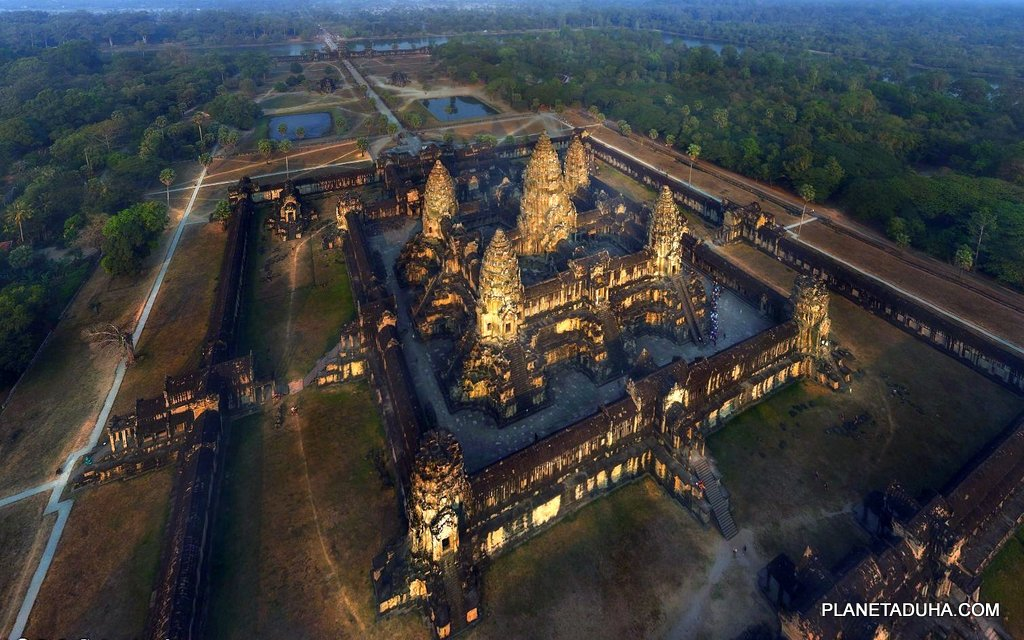 Ангкор-Ват - самый большой храм в мире (Камбоджа)