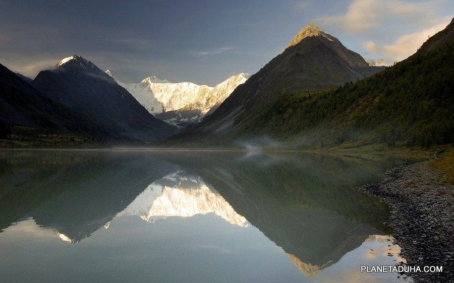 Озеро Ак-Кем на рассвете - Вид на Белуху