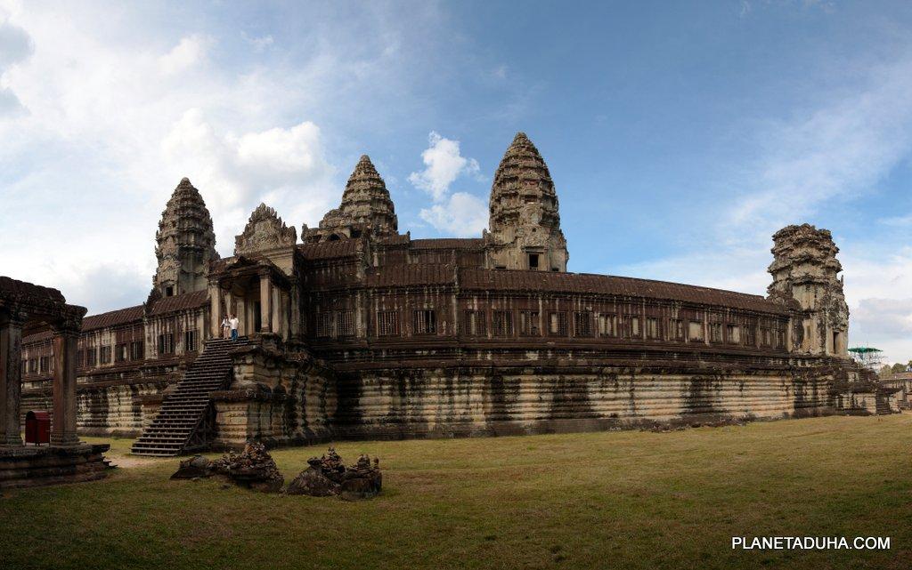 На заднем дворе Ангкор-Вата