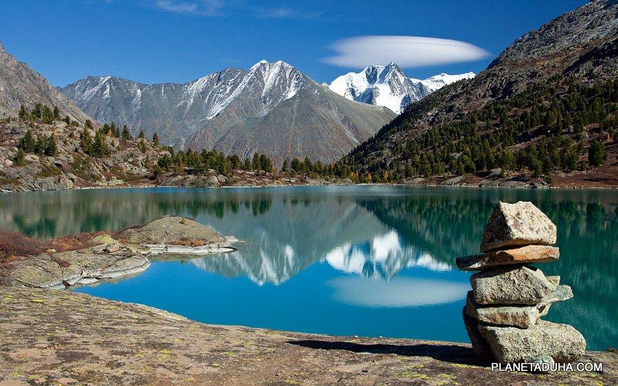 Одно из озер Аккемской долины