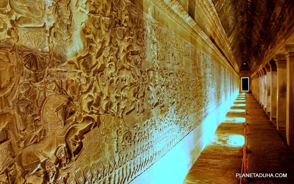 Великолепные барельефы на внешних стенах Ангкор-Вата