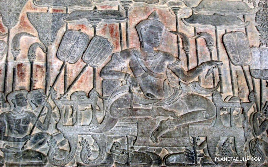Один из барельефов на стене Ангкор-Вата - Сцена из жизни кхмерского короля