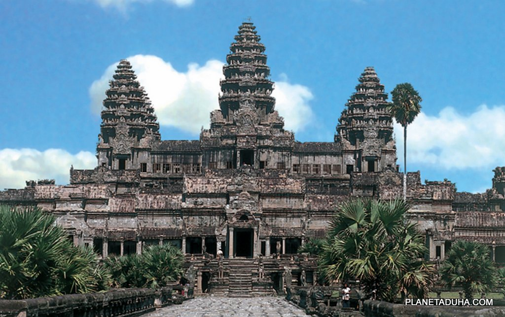 Непосредственно главный вход в Ангкор-Ват